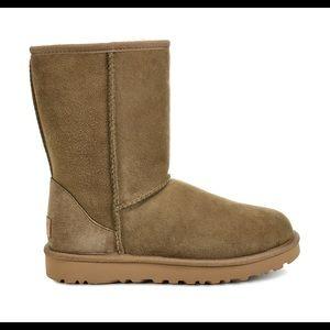 UGG Classic Short Boot ll